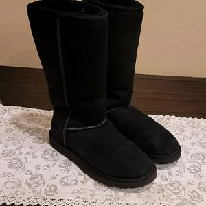 Uggs Classic Tall boot 8
